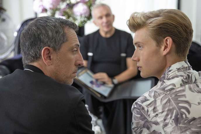 Gad Elmaleh et Jordan Ver Hoeve dans «Huge in France», sur Netflix.