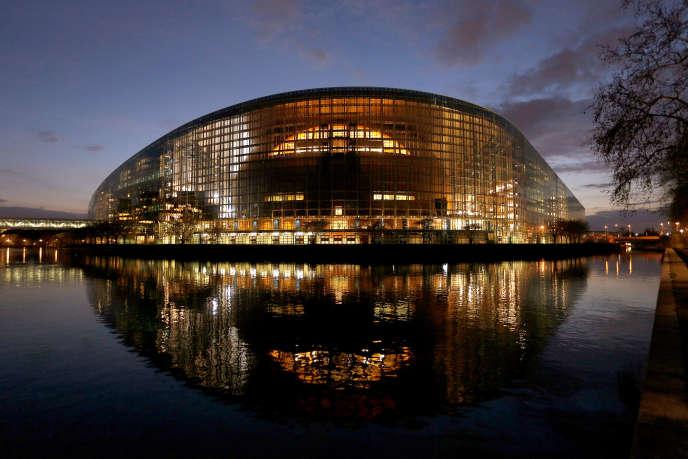 «L'Europe a les moyens de faire avancer la justice fiscale, utilisons-les ! Après des années de silence, même l'OCDE a admis la nécessité de réformer la fiscalité des entreprises» (Photo: le Parlement européen, à Strasbourg, le 26 mars).