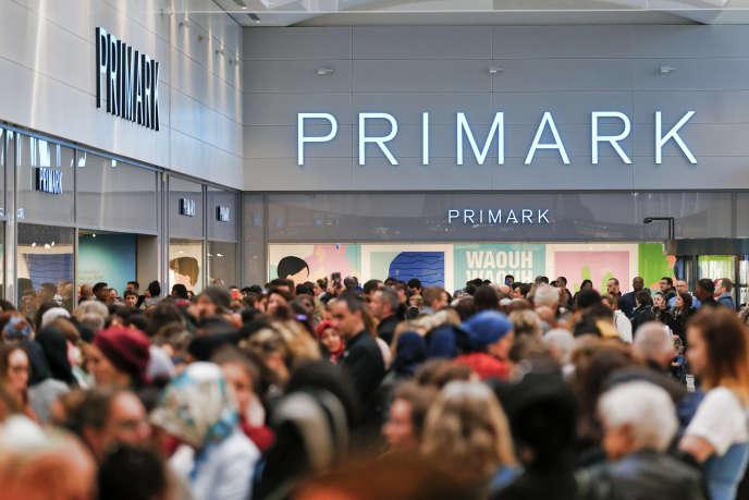 Ouverture d'un magasin Primark dans le centre commercial Bordeaux-Lac, le 12 avril.