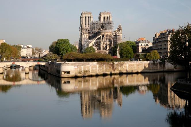 La cathédrale Notre-Dame, à Paris, jeudi 18 avril.