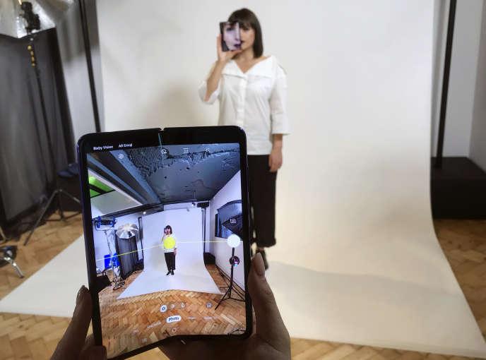 Le Samsung Galaxy Fold présenté à Londres avant le début de sa commercialisation, le 16 avril.