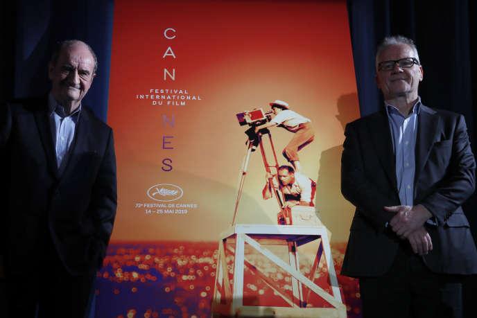 Pierre Lescure (président) et Thierry Frémaux (délégué général) devant l'affiche du 72e Festival de Cannes, le 18avril, àParis.