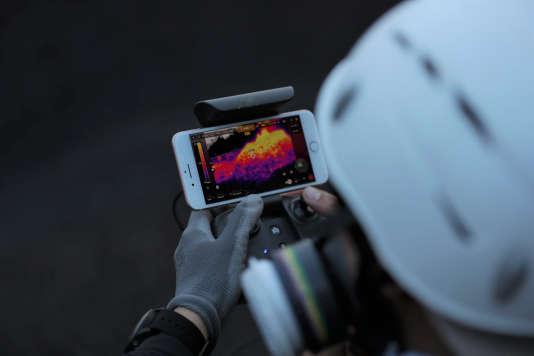 La caméra thermique d'Anafi Thermal transmet ses images sur une tablette ou un smartphone.