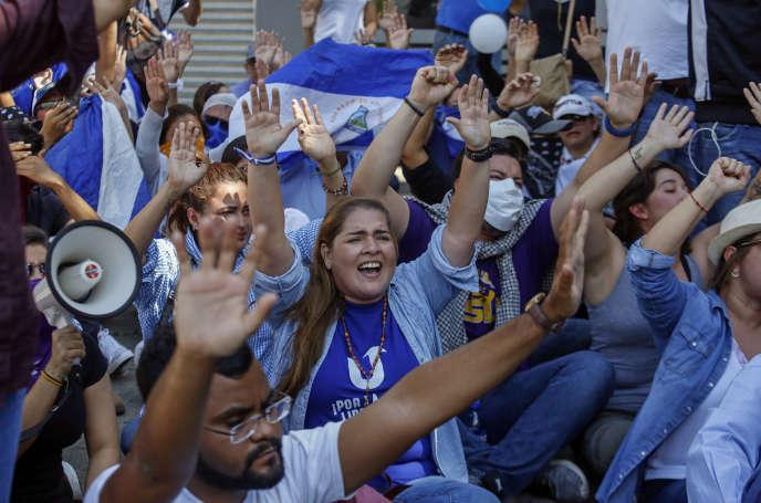 Manifestants opposés au gouvernement Ortega, lors d'une marche à Managua, la capitale du Nicaragua, le 17 avril 2019.