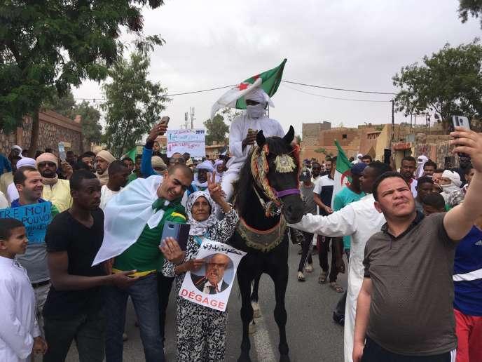Manifestation contre le régime algérien, à Tamanrasset, dans le sud du pays.