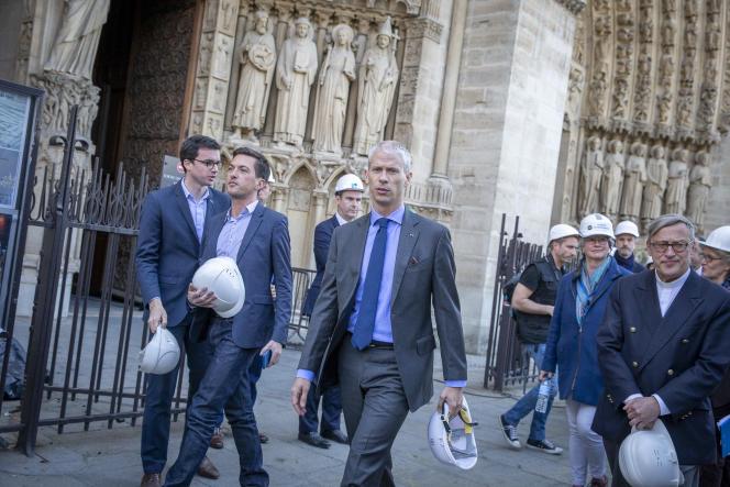 Quatre jours après l'incendie de la cathédrale, le ministre de la culture, Franck Riester, visite Notre-Dame de Paris, le 19 avril.