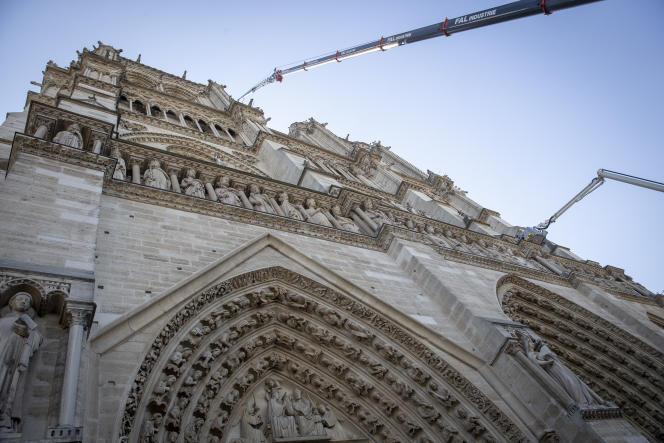 Après l'incendie de la cathédrale Notre-Dame de Paris, le 15 avril.