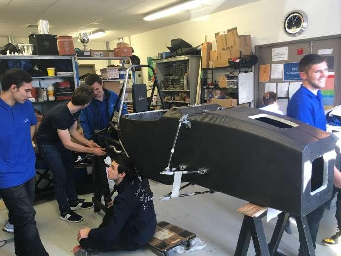 Dans l'atelier de l'Ecole supérieure des techniques aéronautiques et de construction automobile.