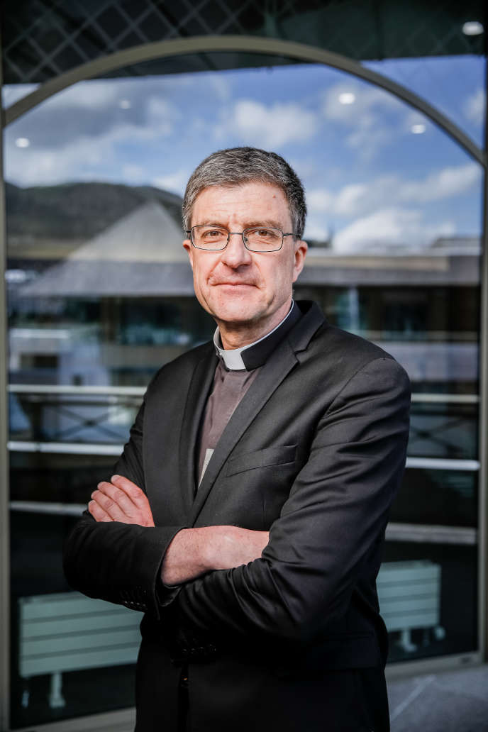 Mgr Eric de Moulins-Beaufort, ici à Lourdes (Hautes-Pyrénées) le 4 avril, va prendre laprésidence de la Conférence des évêques de France.