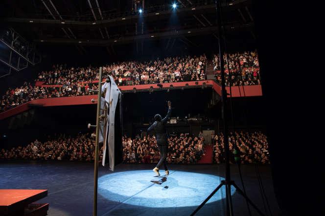 L'humoriste Ahmed Sylla lors de la 40e édition du festival Performance d'acteur, à Cannes, le 16 avril.