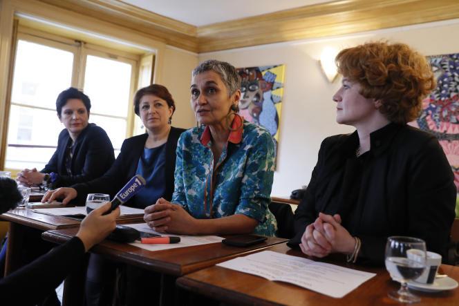 Sandrine Rousseau, Isabelle Attard, Annie Lahmer et Elen Debost, quatre des accusatrices blanchies, lors d'une conférence de presse, le 7 mars 2017.
