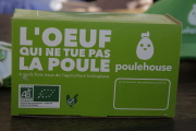 Une boîte d'œufs bio de la ferme de Poulehouse, une «maison de retraite» pour poules pondeuses à Coussac-Bonneval (Haute-Vienne).