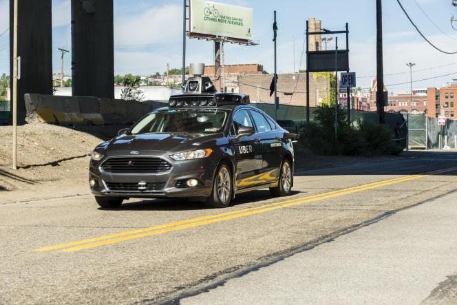 Une voiture autonome d'Uber à Pittsburgh (Pennsylvanie, nord-est des Etats-Unis), en septembre 2016.