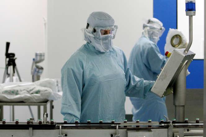 Chaîne de production (Sanofi-Pasteur), à Val-de-Reuil (Eure), du vaccin contre la grippe A(H1N1), le 19 octobre 2009.