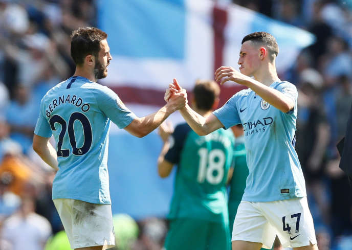 Soccer Football - Premier League - Manchester City v Tottenham Hotspur - Etihad Stadium, Manchester, Britain - April 20, 2019  Manchester City's Phil Foden and Bernardo Silva celebrate after the match          Action Images via Reuters/Jason Cairnduff  EDITORIAL USE ONLY. No use with unauthorized audio, video, data, fixture lists, club/league logos or