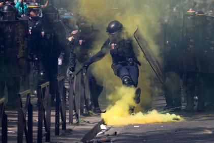 A Paris, des barricades ont été incendiées au cours de l'acte XXIII des « gilets jaunes»