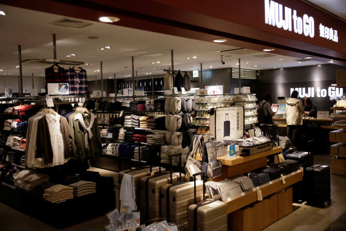 Un magasin Muji, à l'aéroport d'Osaka, au Japon, en octobre 2017.