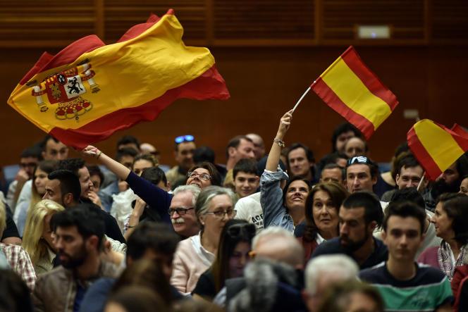 Les soutiens du parti d'extrême droite espagnol, lors d'un meeting pour les élections générales, à San Sebastian (Espagne), le 13 avril.