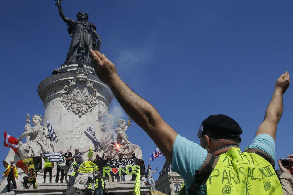Violences à Paris pour l'acte XXIII des «gilets jaunes»
