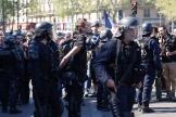 Une image de l'interpellation de Gaspard Glantz, samedi 20 avril place de la République à Paris.