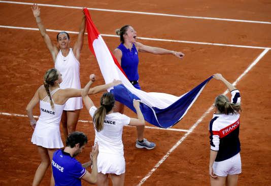 L'équipe de France, après la victoire contre la Roumanie, le 21 avril 2019.