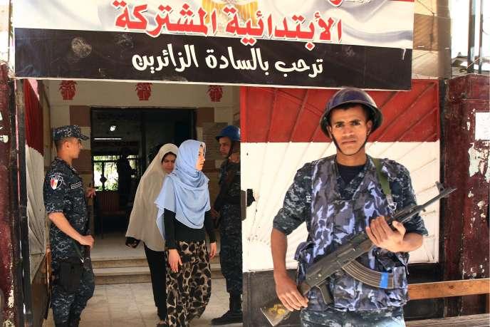 «Participe, donne ton opinion» : de grandes banderoles aux couleurs noir-blanc-rouge du pays les électeurs égyptiens à se prononcer par référendum, du samedi 20 au lundi 22 avril, sur un projet de réforme constitutionnelle.