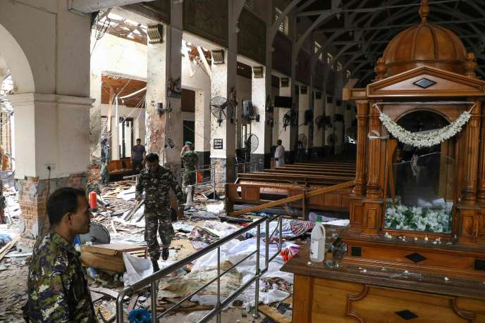 L'intérieur de l'église Saint-Antoine de Colombo après l'explosion.