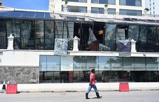 L'hôtel Kingsbury, à Colombo, le 22 avril, au lendemain de l'attaque qui a visé son restaurant.