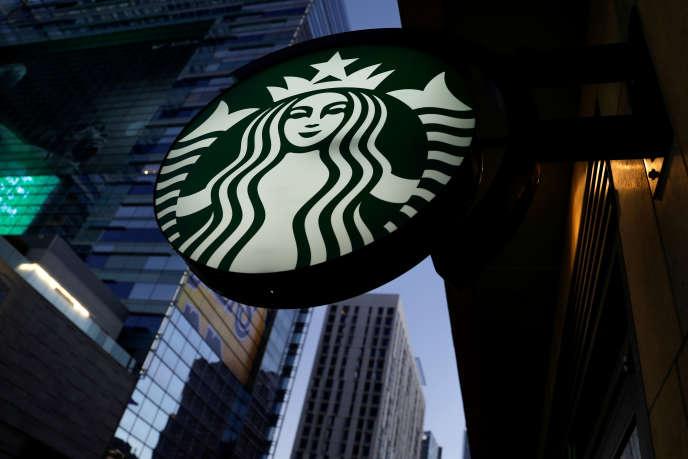 «Starbucks, qui a démarré son programme en 2014, est à l'avant-garde d'un effort de formation dans lequel se sont engagées de multiples compagnies.» (Photo: Starbucks, Los Angeles, 2018).