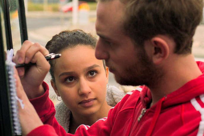 Oulaya Amamra etKacey Mottet Klein dans« L'Adieu à la nuit», d'André Téchiné.