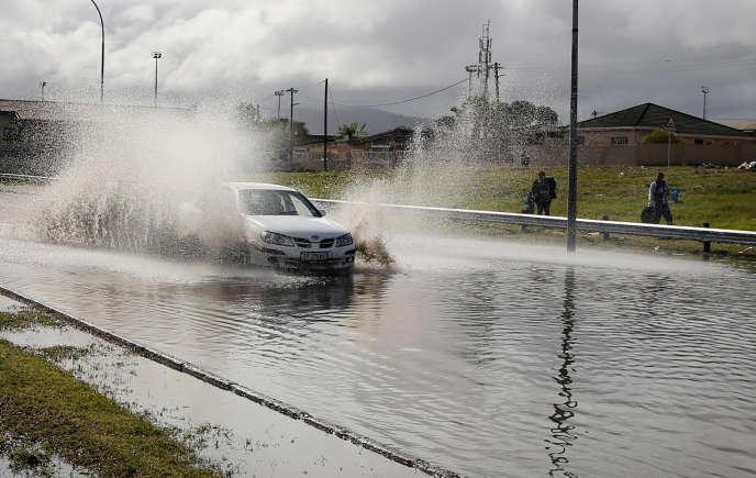 Cet épisode de précipitations peut notamment affecter les axes routiers et les ponts situés dans les zones les plus basses du pays.