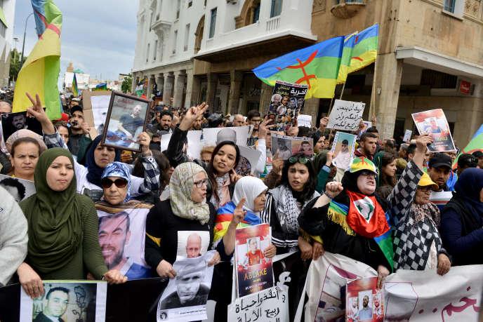 Au Maroc, des milliers de manifestants réclament la libération des ...