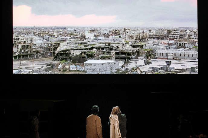 Duraid Abbas Ghaieb et Bert Luppes dans «Oreste à Mossoul», d'après «L'Orestie», d'Eschyle. Texte : Milo Rau.
