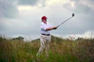 Donald Trump golfant sur son parcours de Menie Estate, près du village de Balmedie (Ecosse), le 10 juillet 2012.