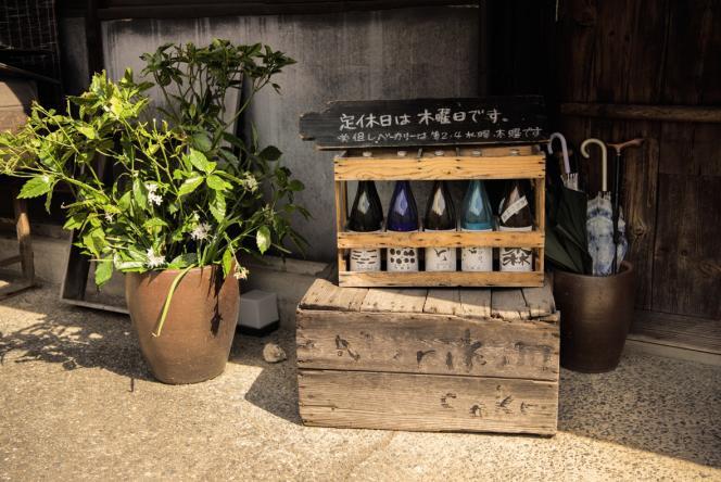 Chez Morikuni, le saké produit par Aki Ikeda est à l'honneur, dans le verre comme dans l'assiette.