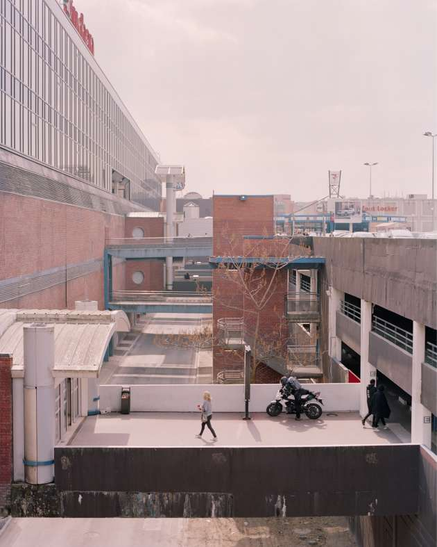 Une des entréesdu centre commercial Les 3 Fontaines à Cergy, le 12 avril.
