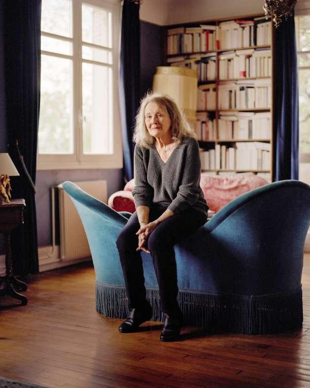 L'écrivaine Annie Ernaux chez elle, à Cergy-Pontoise, le 12 avril.