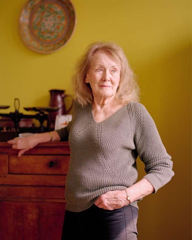 Annie Ernaux dans sa maison à Cergy-Pontoise, le 12 avril.
