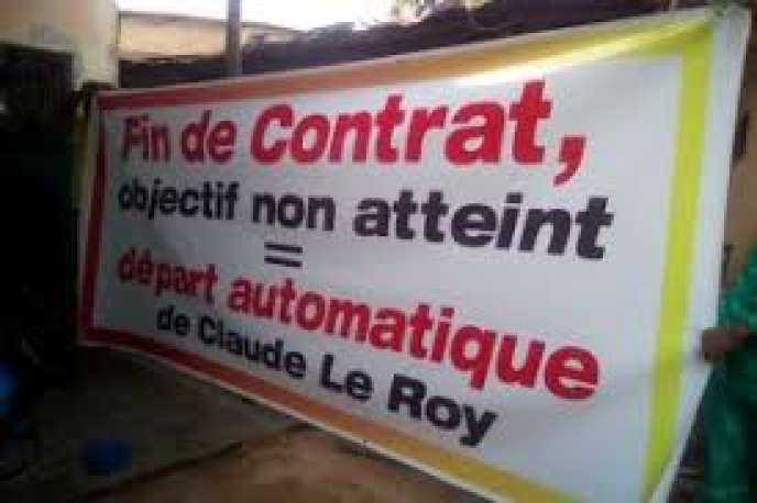 Banderole réclamant la démission de Claude Le Roy après la défaite des Togolais, contre le Bénin, lors du match de qualification de la CAN, le 24 mars 2019.