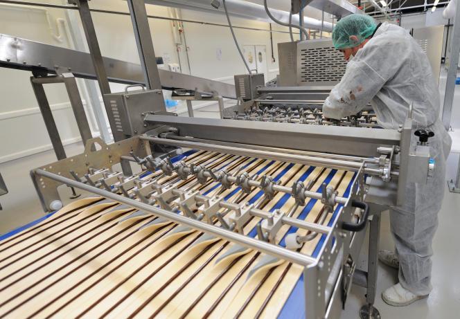 Les viennoisieries industrielles, comme dans cette usine deMarcq-en-Barœul (Nord)le 18 avril 2011, contiennent des acides gras trans.