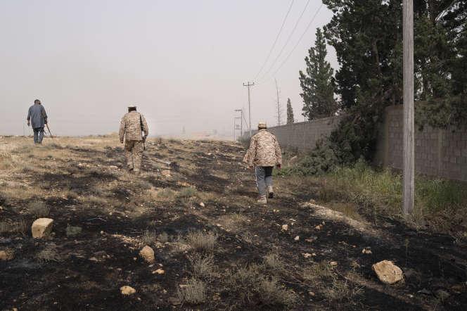 Sur le front,entre les villes d'Aziziya et Gharian, qui oppose les forces du maréchal Haftar à celles de Faïez Sarraj, le 24 avril.