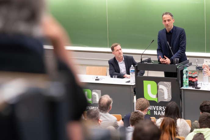 Paul Magnette (à gauche) et Raphaël Glucksmann, respectivement têtes de liste du Parti socialiste belge et et du Parti socialiste français aux élections européennes du 26 mai.