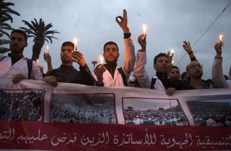 Des enseignants marocains manifestent contre leur statut précaire, à Rabat, le 24 mars 2019.