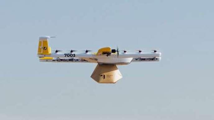Le drone utilisé par Wing Aviation est un hybride, entre multicoptère et aile volante.