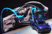 Lors de la présentation d'un SUV Xingyue du constructeur chinois Geely, au salon automobile de Shanghaï, le 17 avril.