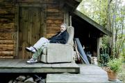 L'écrivain Pierre Pelot, écrivain, chez lui, dans les Vosges.