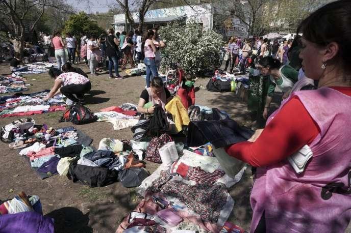 Marché de troc à Monte Grande, dans la province de Buenos Aires, le 21 septembre 2018. Les marchés de troc ont émergé en Argentine comme manière d'échapper à l'inflation.