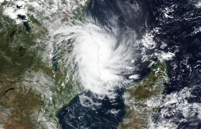 Le cyclone Kenneth approche des côtes du Mozambique, le 25 avril 2019.