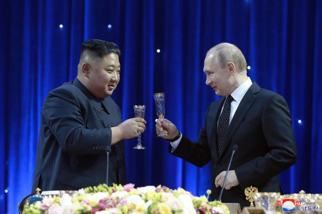 Le leader nord-coréen Kim Jong-un et le président russe Vladimir Poutine, le 25avril, à Vladivostok (dans l'Extrême-Orient russe).