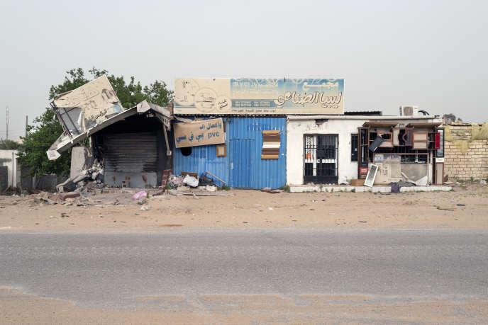 Le village d'Aïn Zara, au sud de Tripoli, devenu front de guerre, a été repris à l'Armée nationale libyenne (ANL) par les forces loyales au gouvernement d'union nationale dirigé par Faïez Sarraj, le 19 avril.